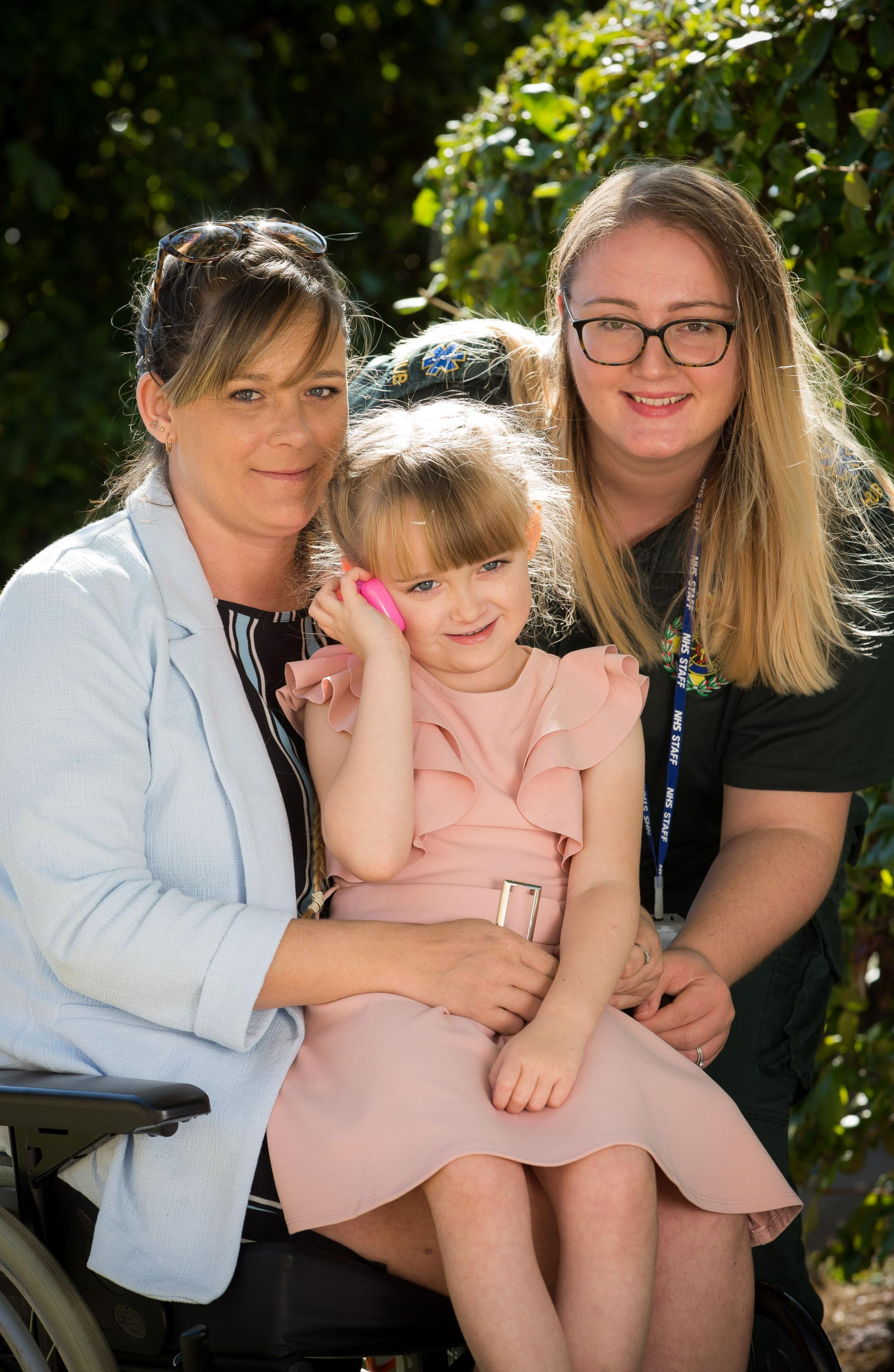 'Very brave': Four-year-old praised for saving mum's life