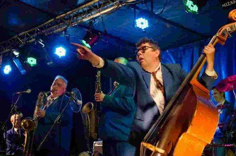 IN FULL SWING; King Pleasure and the Biscuit Boys