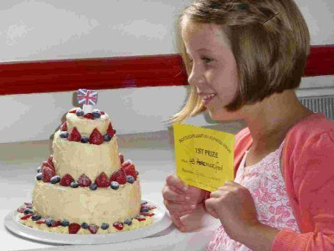 CHAMP: Grace Lawson, 10, with her winning cake