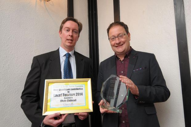 Chris Chibnall accepts his award from Scott Condliffe