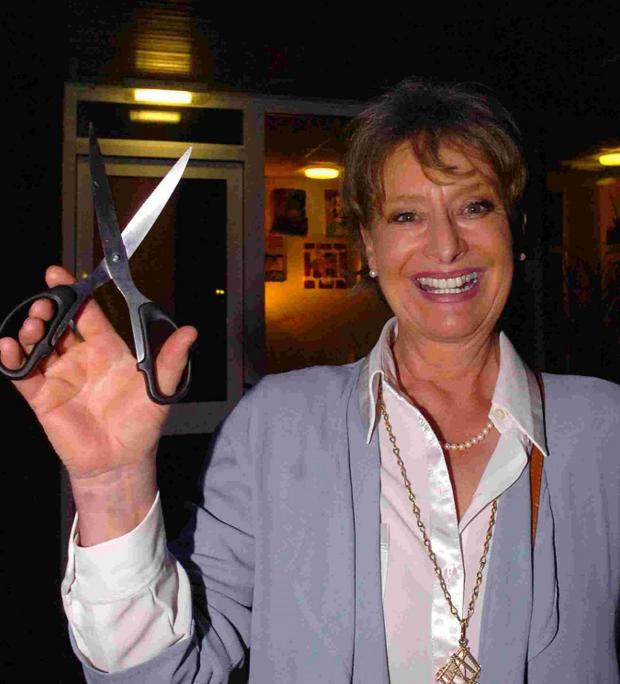 Bridport and Lyme Regis News: England's bestselling crime author Minette Walters