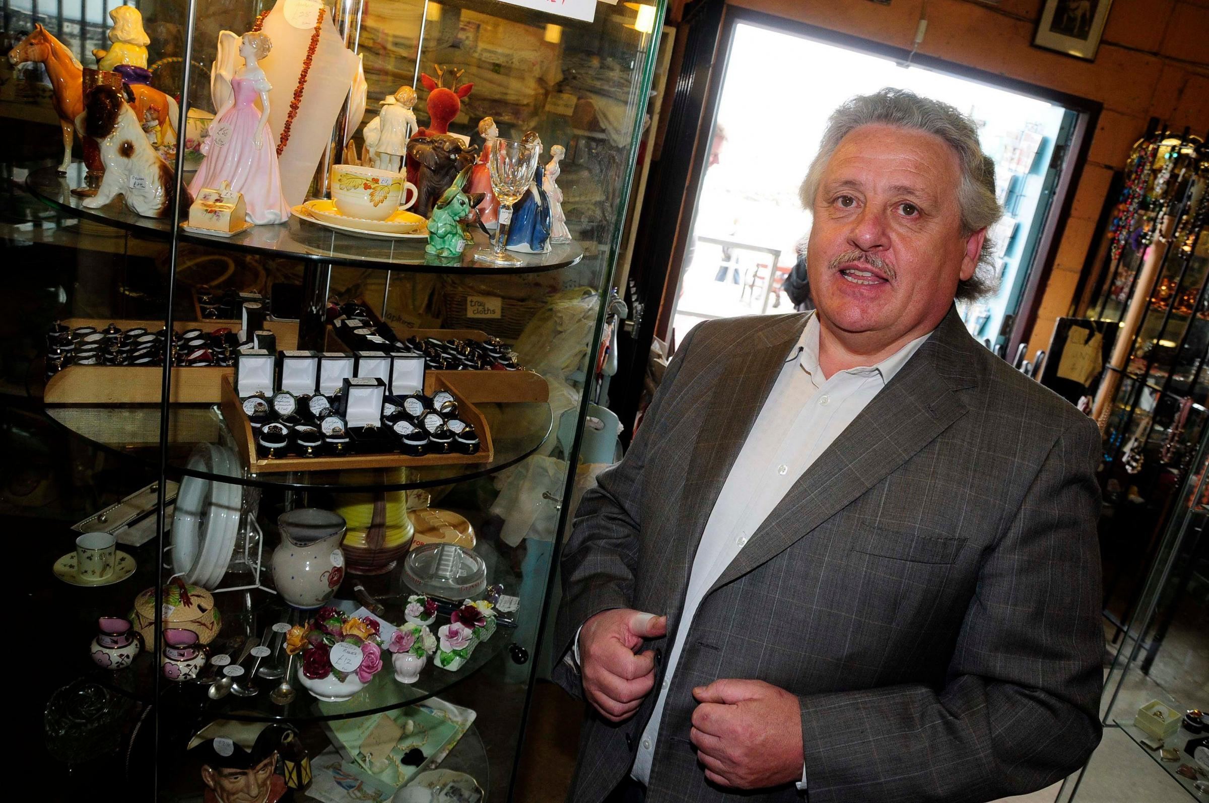 Have-a-go-hero halts Lyme Regis jewellery theft
