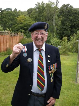 War hero dies weeks after receiving medal