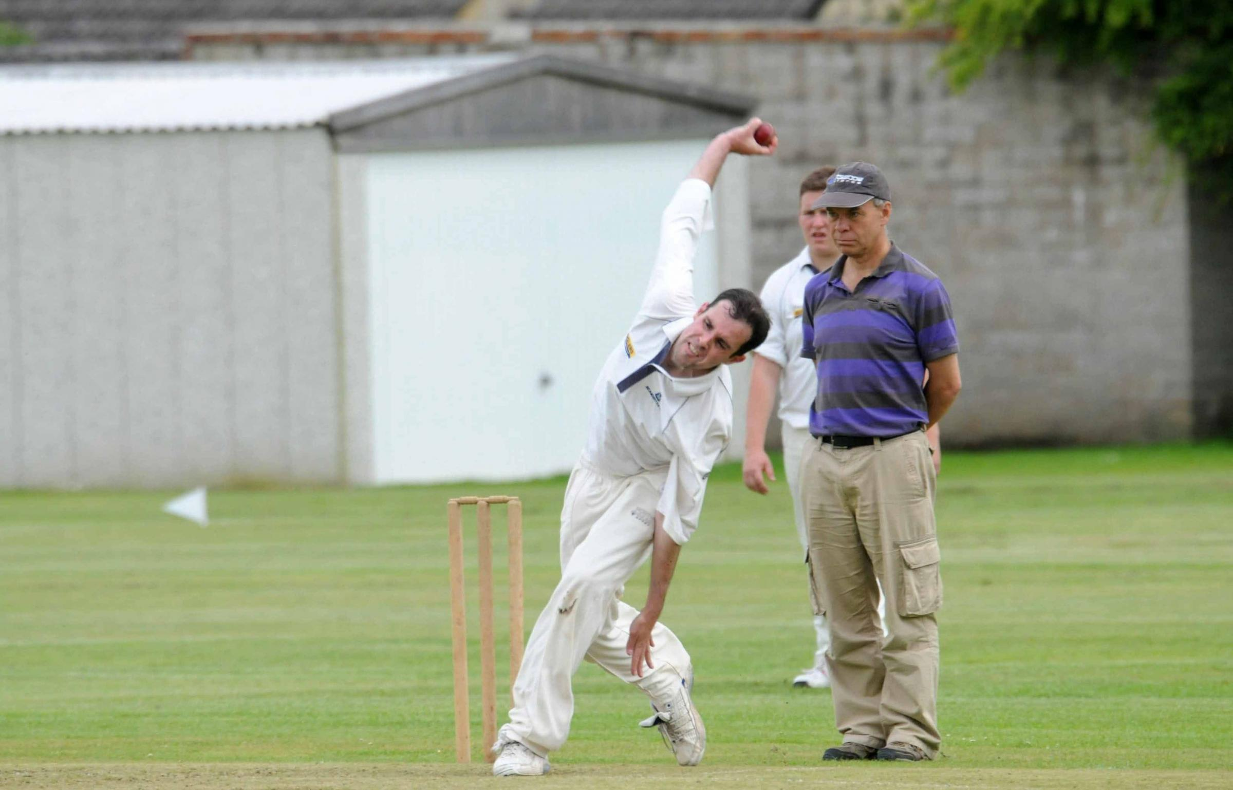 5IN THE WICKETS: Simon Jones took 3-22 			                 Picture: GRAHAM HUNT/HG9739