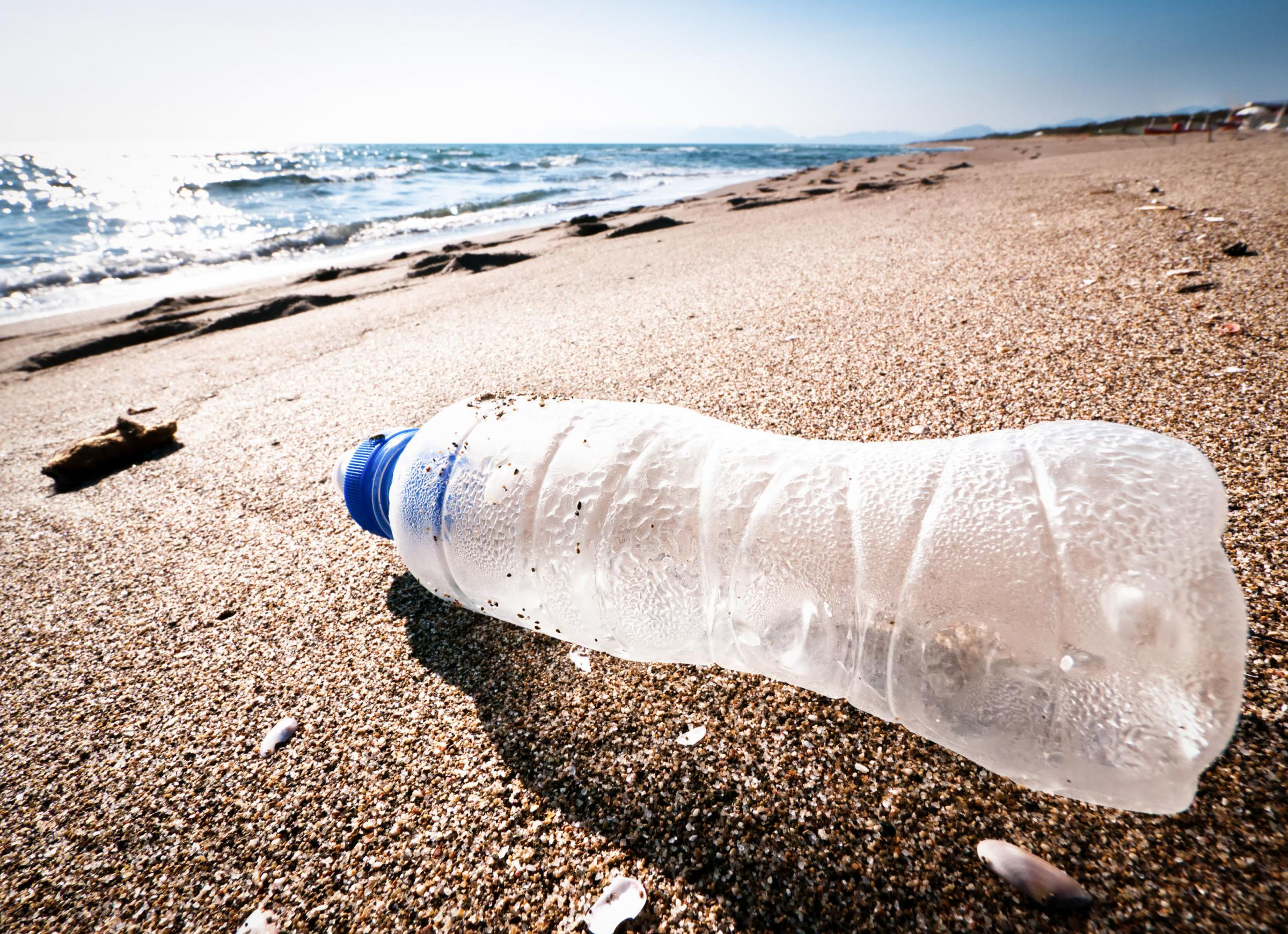 10 top tips on how to ditch the plastic on holiday.