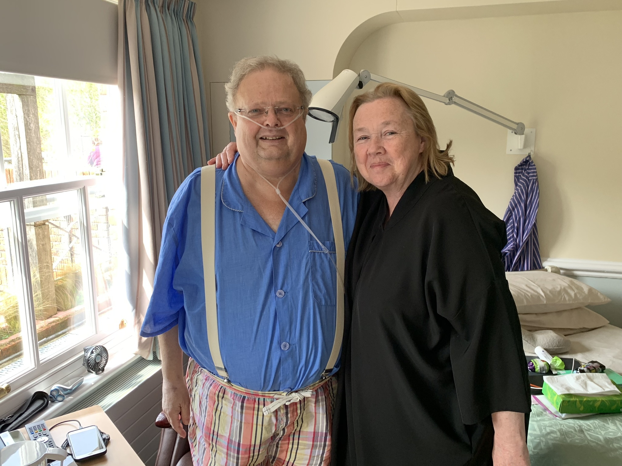 TV star Pauline Quirke puts a smile on patients' face with visit to Weldmar Hospicecare
